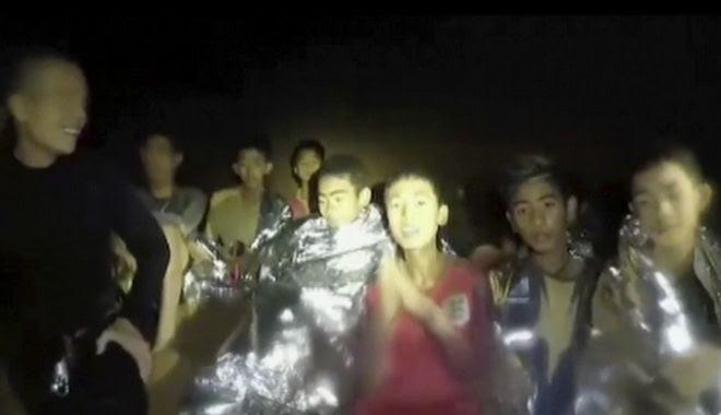 Τα 12 αγόρια και ο προπονητής τους που εγκλωβίστηκαν σε σπηλιά στην Ταϊλάνδη
