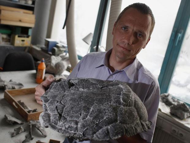 Tartaruga apresentada no fóssil viveu há cerca de 250 milhões de anos (Foto: Reuters/Peter Andrews)