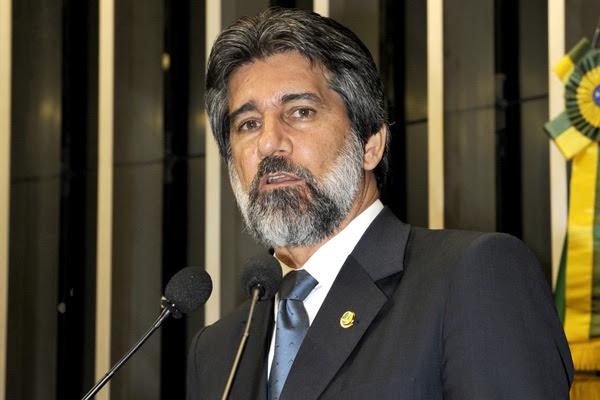 Senador Valdir Raupp (PMDB-RO) pede aprovação da reforma política e do Código Florestal Brasileiro