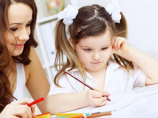É muito importante que os pais incentivem os filhos a estudar Foto: Shutterstock