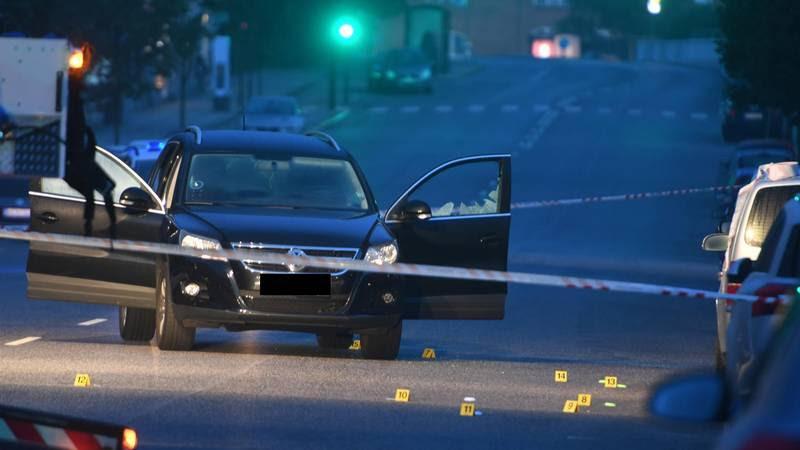 Den 23-årige mand sad i denne bil, da han blev ramt af de dræbende skud. Foto: Kenneth Meyer