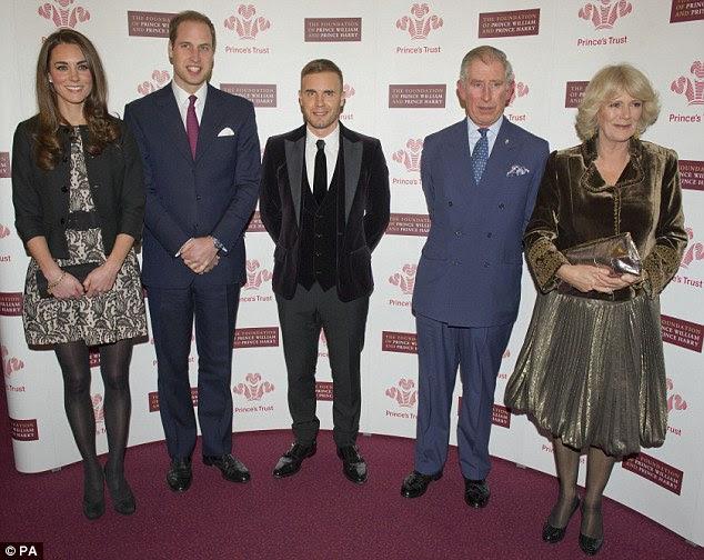 Diferença de altura: Barlow parecia bastante curto como ele posou com os quatro Real