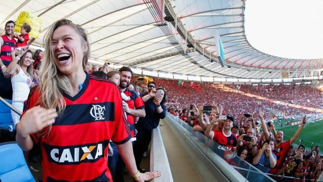 Ronda Rousey se diverte no Maracanã