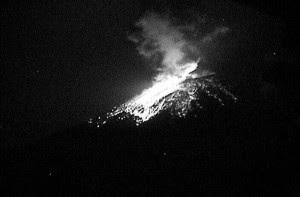 El volcán Popocatépetl registra dos fuertes explosiones en las últimas horas.