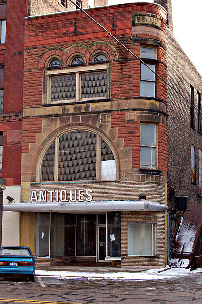 File:Bay City MI - antiques store.jpg