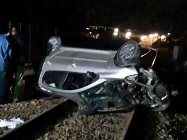 Carro foi retirado dos trilhos ainda na madrugada e não danificou nenhum equipamento do metrô (Foto: Divulgação / Metrorec)