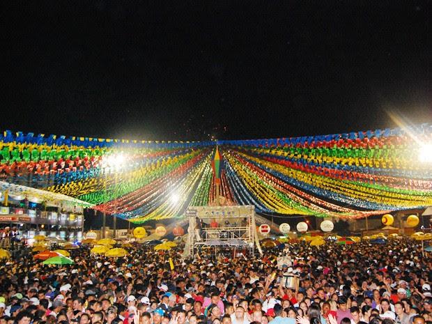 Uma multidão lotou o Parque do Povo para participar da última noite do Maior São João do Mundo  (Foto: Taiguara Rangel/G1)
