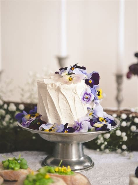 Make Your Small Wedding Cake Looks Stand Out   Wedding