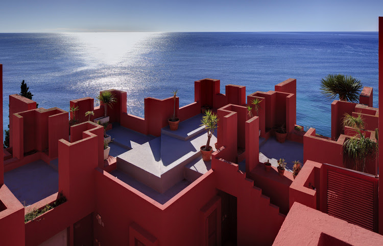 """Ricardo Bofill: """"Why Are Historical Towns More Beautiful Than Modern Cities?"""", La Muralla Roja, Alicante, 1973. Image Courtesy of Ricardo Bofill"""