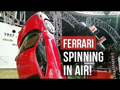 Spectacular view of Ferrari 458 Italia and Ferrari F1 Rotating!