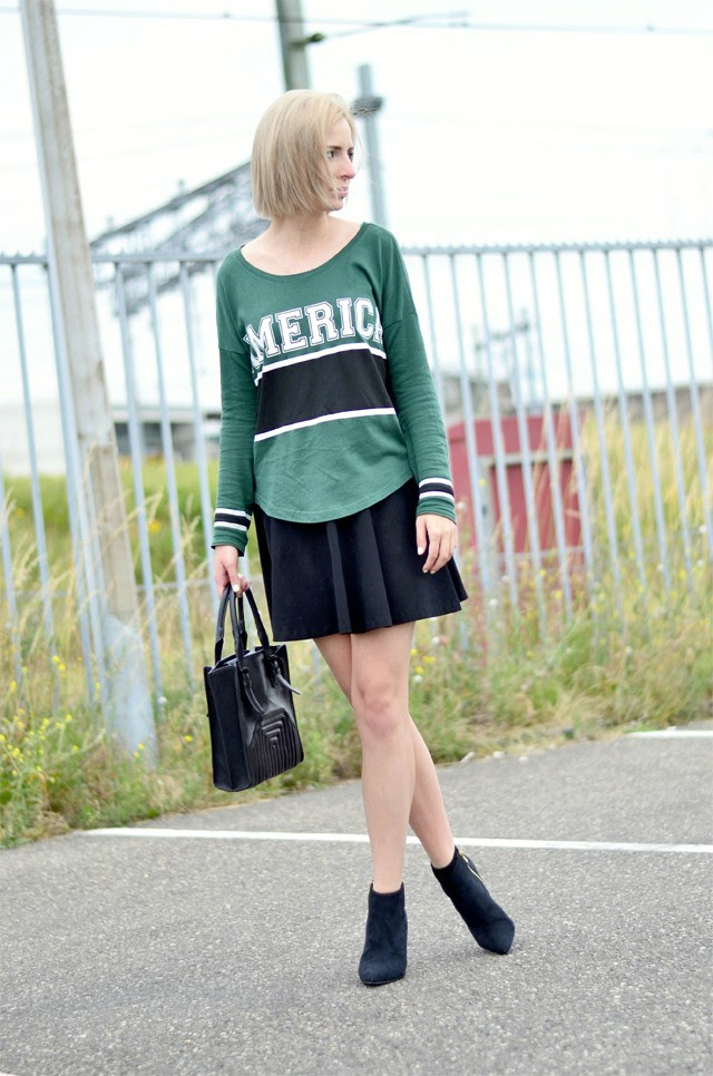 Outfit post by belgium fashion blogger turn it inside out wearing a green baseball top from gina tricot, a basic skater skirt from h&m divided, pointed ankle boot heels from nelly.com and a zara bag