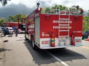 Vítimas foram levadas para o pronto-socorro da cidade (Foto: Divulgação/Bombeiros)