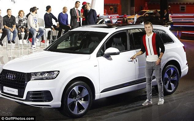 Gemany centrocampista Toni Kroos vigas como se metió en su Audi Q7 3.0 TDI blanco 272 CV Sport