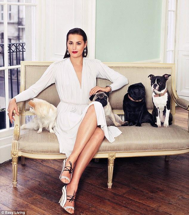 Kadının en iyi arkadaşı: modeli o hala sert parti değil, aynı zamanda onun köpekleri ile rahatlatıcı seviyor olabilir Easy Living söyledi