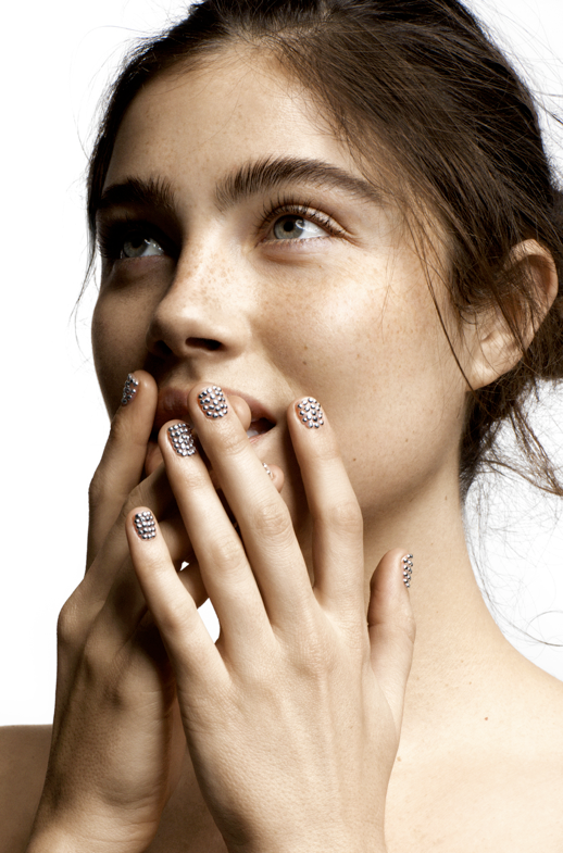 LE FASHION BLOG STYLE BEAUTY EDITORIAL OYSTER MAGAZINE ANNA SPECKHART BRUNETTE STRONG BROWS FRECKLES NATURAL BEAUTY BEADED PEARL EMBELLISHED NAILS MANICURE 1