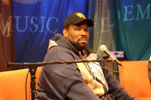 """""""O Hip Hop foi tomado por uma conspiração Luciferiana"""", afirma Afrika Bambaataa"""