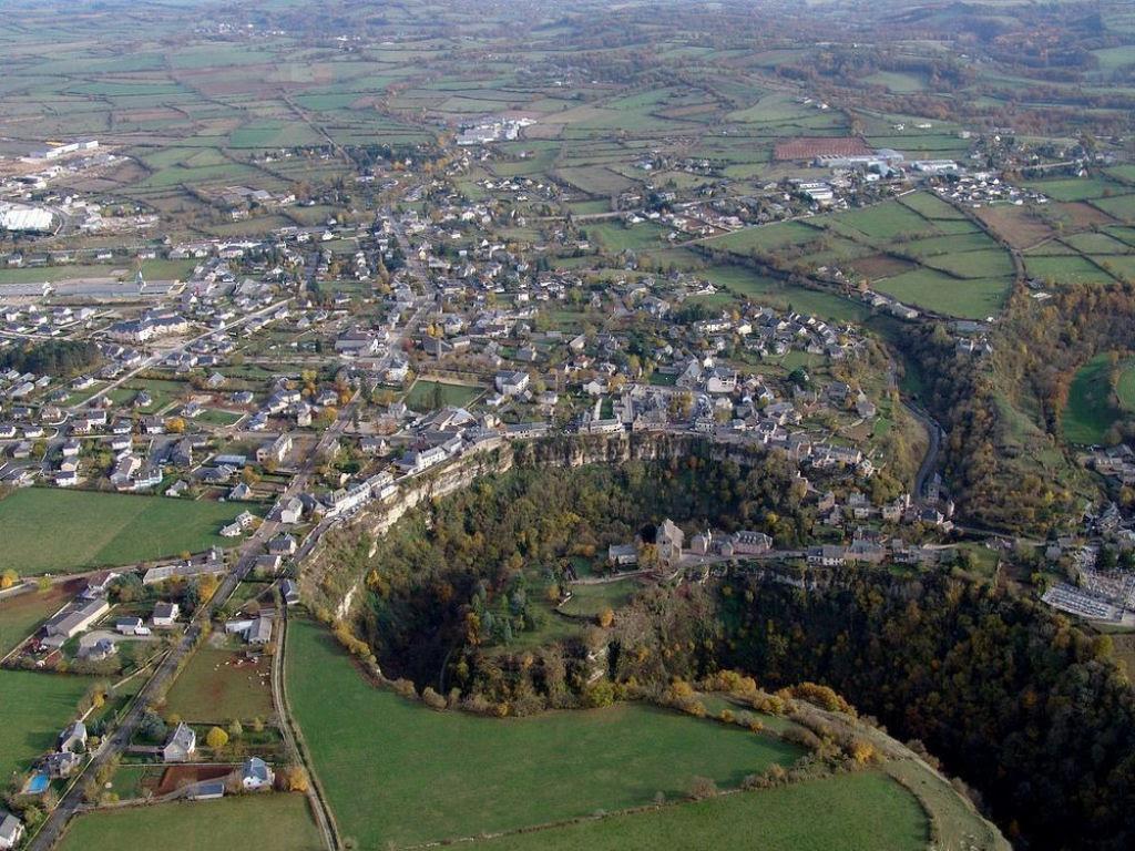 Bozouls: Uma cidade francesa empoleirada acima de um buraco 04