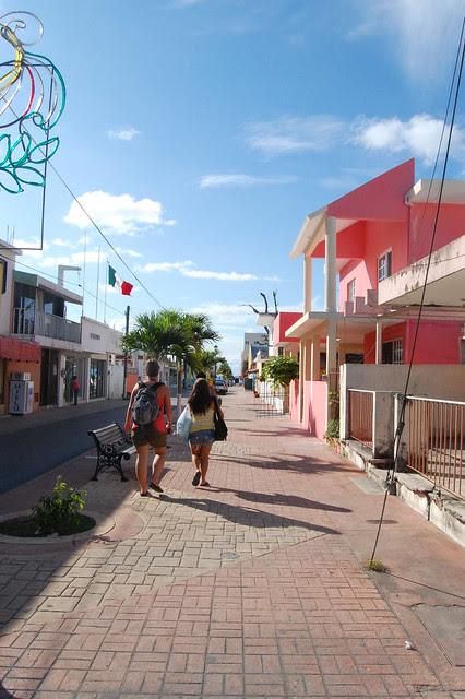 cancun_coz_walking_ladies