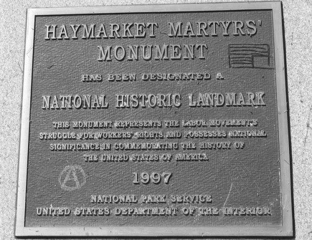 <p>Placa dedicada a los 'mártires de Chicago'.</p>