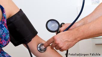 Blutdruck messen © Jürgen Fälchle - Fotolia.com Fotolia 35162207
