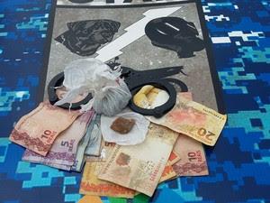Garotos iam entregra droga para uma pessoa no meio da rua (Foto: Guarda Municipal/Divulgação)