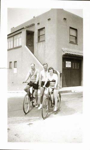Trio bikes beach