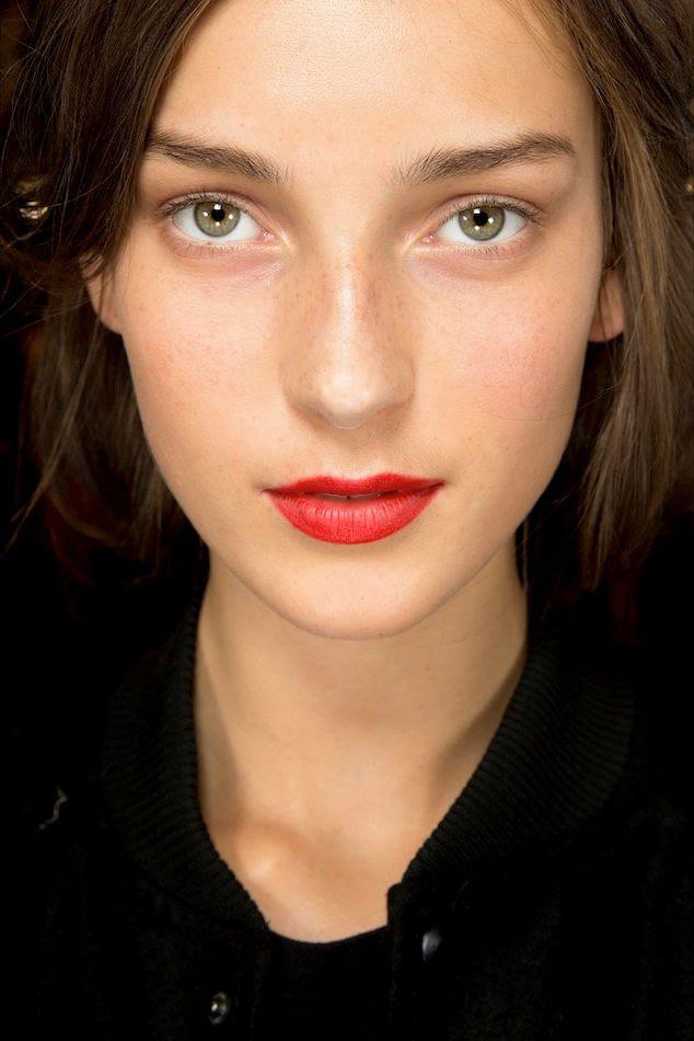 Le Fashion Blog Beauty Inspiration Fresh Face Classic Red Lipstick Julia Bergshoeff Backstage Burberry SS 2015 photo Le-Fashion-Blog-Beauty-Inspiration-Fresh-Face-Classic-Red-Lipstick-Julia-Bergshoeff-Backstage-Burberry-SS-2015.jpg