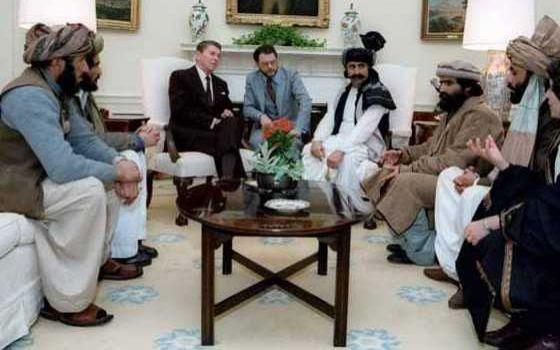 All'origine delle relazioni Isis-Usa: quando Reagan accoglieva i Mujahideen alla Casa Bianca