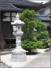04 Temple Town : new  Stone Lantern