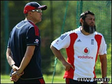 Flower and Mushtaq working for England