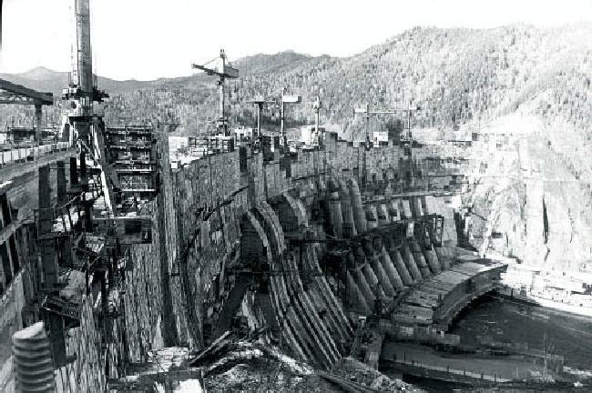 Ο υδροηλεκτρικός σταθμός ενέργειας στο Κρασναγιάρσκ, από τους μεγαλύτερους στον κόσμο, συνέβαλε ιδιαίτερα στο ενεργειακό δυναμικό της Σοβιετικής Ενωσης