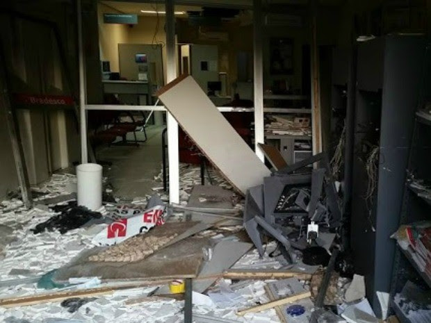 Bnado explode Bradesco no interior do Ceará (Foto: Alto Santo é Notícia)