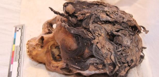 Crânios com extensões capilares intactas foram achado em cemitério de cidade antiga