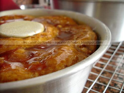 A tentadora casquinha de caramelo do bolo de maçã