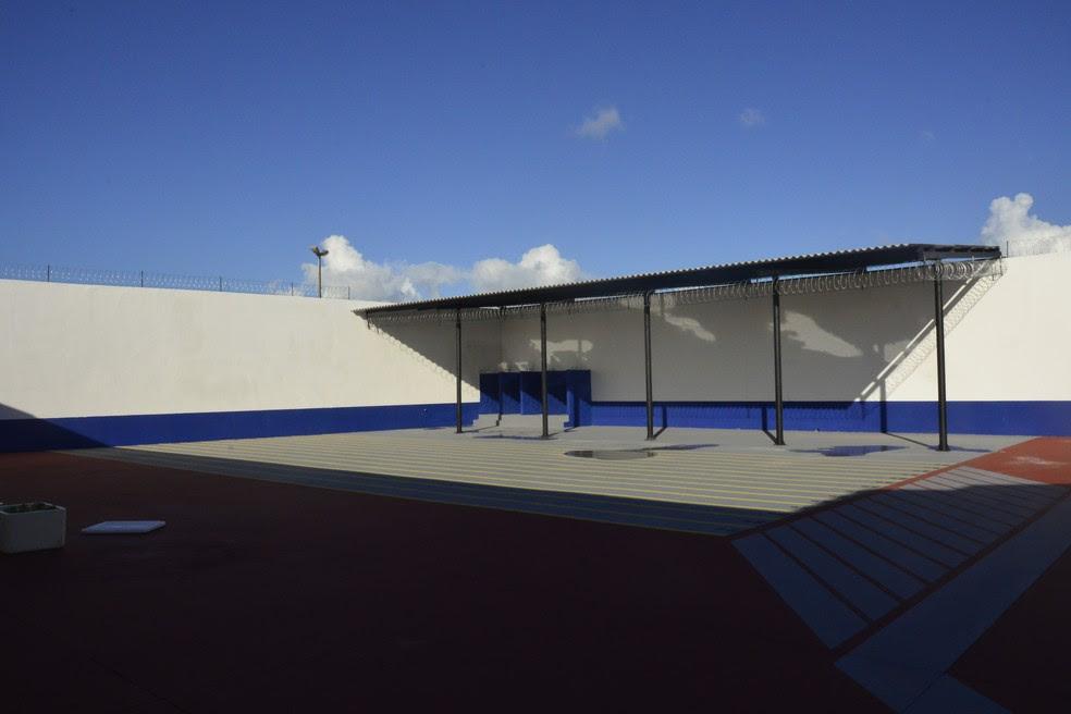 Área do banho de Sol agora tem banheiro e demarcação para contenção de internos Pavilhão 2 de Alcaçuz foi reformado e está pronto para receber detentos (Foto: Andréa Tavares/G1)