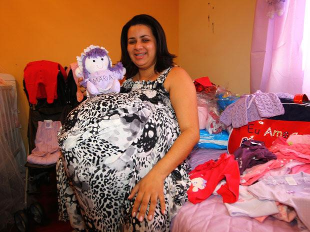 Mulher que dizia estar grávida de quadrigêmeos em Taubaté (Foto: Rogério Marques/O Vale/AE)