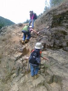 perierga.gr - Η διαδρομή για το σχολείο είναι μια... επικίνδυνη αποστολή!