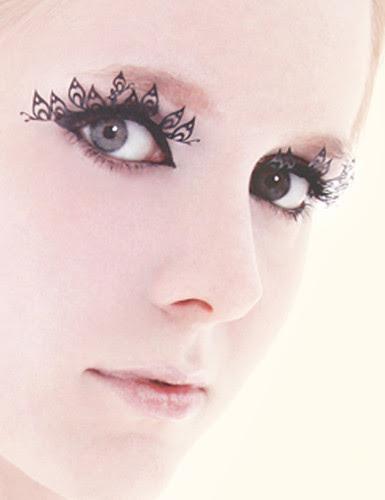 Paper eyelashes