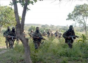 Grupo de origen paramilitar pide participar en el proceso de paz colombiano. EFE