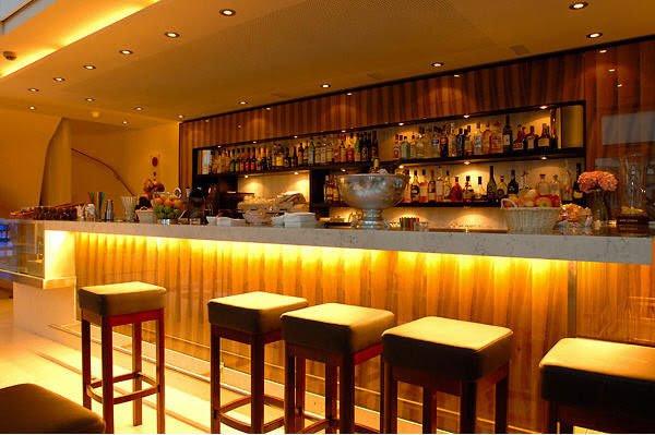Modern Bar Counter Design Mini Hotel Bar Counter Home Use Bar ...