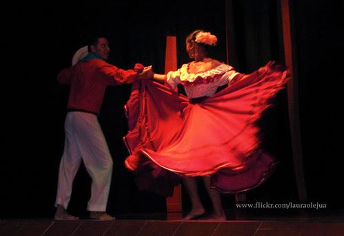 Colombian Folk dance by Laura Olejua - www.lauraolejua.com