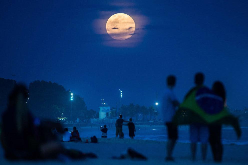 Суперлуние в Рио-де-Жанейро, Бразилия