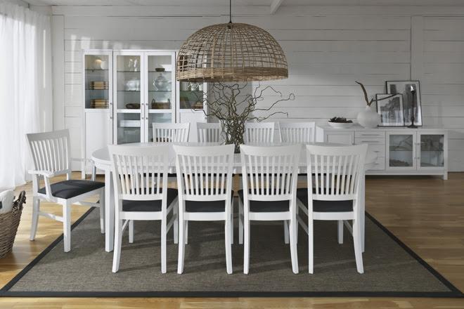 Matbord För 10 Personer : Kappor och jackor langt matbord