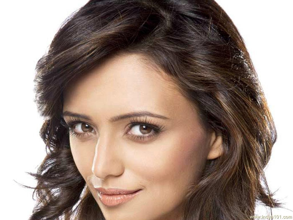 Roshni Chopra Indian Actress and Television Presenter very hot and sexy wallpapers