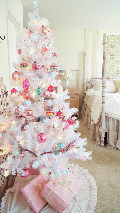 White Lace Cottage Christmas Home Tour-171