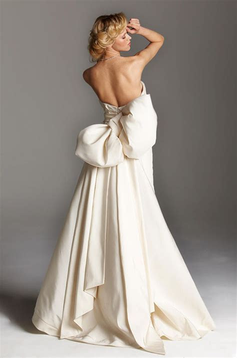 How to tie a Ribbon Sash Bow on your Wedding Dress