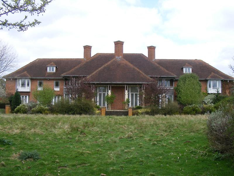 http://upload.wikimedia.org/wikipedia/commons/0/01/Sunninghill_house_-_back.jpg