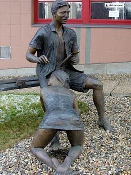 статуя проститутки