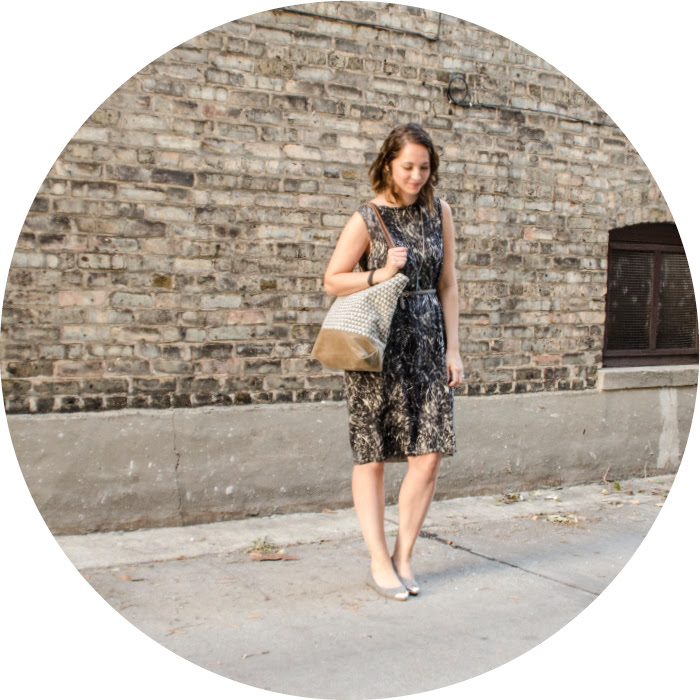 september outfit, cos dress, ootd, patterned shift dress, neutrals, triangles bag, what to wear to work, work dress with flats, cap toe old navy flats