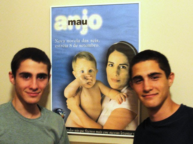 Bruno e Tiago Guimarães interpretaram o bebê da novela Anjo Mau (Foto: Arquivo Pessoal)